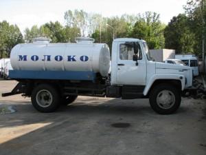 Молоковоз 4616 изотермический, объем 4200 л., 2 секции